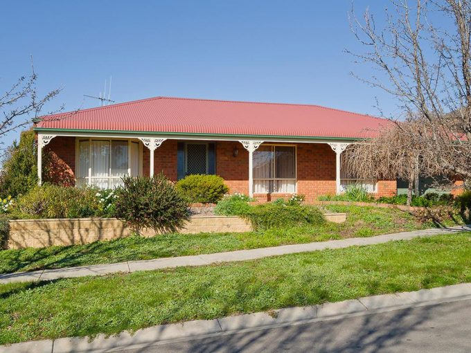 Family Home in Quiet Part of Town – Applications Pending